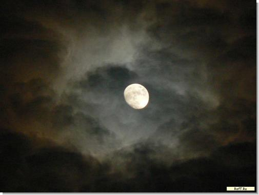 moon-042010.jpg